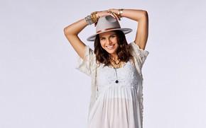 Картинка девушка, украшения, улыбка, модель, красотка, Alexandra Daddario