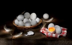Картинка скорлупа, желток, перья, много, предметы, композиция, белые, яйца, доски, натюрморт, еда, черный фон