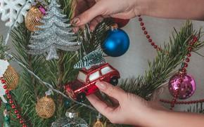 Картинка шары, игрушки, елка, рука, Новый год, машинка, Christmas, New Year