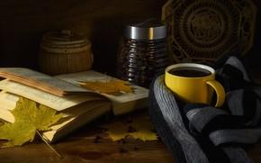 Картинка осень, листья, уют, темный фон, тепло, настроение, кофе, еда, шарф, кружка, чашка, банка, посуда, книга, …