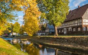 Картинка осень, листья, деревья, дом, отражение, камни, ветви, берег, дома, канал, мостик, водоем, поселение, коттеджи, провинция, …