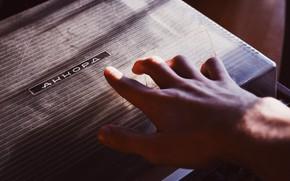 Картинка рука, аккорд, проигрыватель пластинок