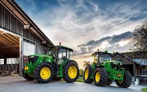 Картинка небо, облака, green, техника, ангар, кабина, колёса, John Deere, трактора, большие колёса, сельскохозяйственная техника, John …