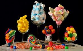 Картинка стол, еда, бокалы, конфеты, банки, черный фон, натюрморт, кондитерские изделия, много, разные, композиция, ассорти