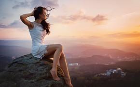 Картинка девушка, закат, поза, камень, босиком, платье, брюнетка, босая, Михаил Науменко