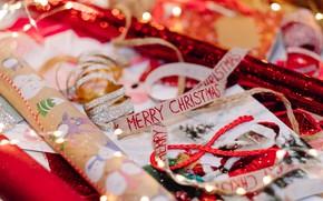 Картинка бумага, праздник, надпись, блеск, Рождество, лента, Новый год, серпантин, боке, новогодние украшения, оформление, обёртка, подарочная …