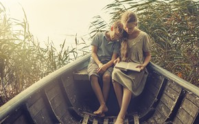Картинка лодка, мальчик, девочка, книга
