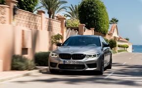 Картинка серый, движение, забор, BMW, седан, 4x4, кустарник, 2018, четырёхдверный, M5, V8, F90, M5 Competition