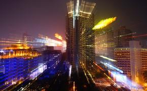 Картинка небо, лучи, свет, линии, ночь, город, огни, движение, улица, здания, дома, красота, обработка, небоскребы, вечер, …