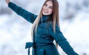 Картинка зима, взгляд, снег, поза, улыбка, волосы, Девушка, Сергей Сорокин, Люба Иванова