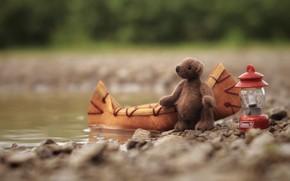 Картинка природа, детство, река, камни, фон, берег, лодка, игрушка, медведь, мишка, фонарь, медвежонок, плюшевый, предметы, водоем, …