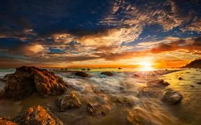 Картинка море, пляж, небо, солнце, облака, лучи, камни, рассвет, побережье, горизонт, прибой, США, Malibu, El Matador …