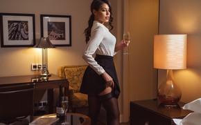 Картинка девушка, поза, лампа, юбка, чулки, блузка, шампанское, Николас Верано, Nikolas Verano, Катерина Созинова