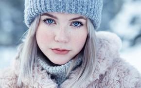 Картинка взгляд, девушка, лицо, шапка, портрет, веснушки, шуба, Евгений Булатов, Тая Токминова