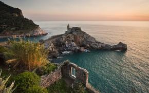 Картинка дорога, море, пейзаж, природа, камни, скалы, растительность, утро, Италия, церковь, развалины, Лигурия, Портовенере, Portovenere