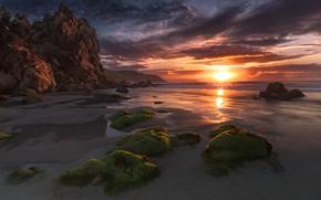 Картинка песок, море, пляж, солнце, облака, лучи, свет, водоросли, закат, тучи, камни, скалы, берег, побережье, Франция, …