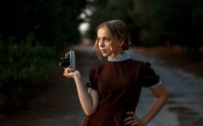 Картинка девушка, поза, платье, фотоаппарат