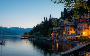 Картинка деревья, пейзаж, горы, озеро, здания, дома, яхта, Италия, Italy, Ломбардия, Lombardy, Lake Como, Varenna, Варенна, …