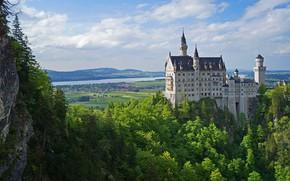 Картинка зелень, лето, небо, облака, деревья, горы, река, замок, вид, высота, Германия, Бавария, Neuschwanstein, кроны, поселение, …
