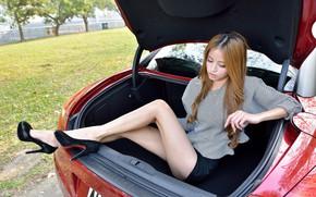 Картинка Девушки, Peugeot, азиатка, красивая девушка, красный авто, позирует в багажнике