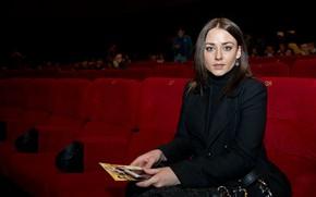 Картинка взгляд, поза, макияж, актриса, сидит, фотосессия, hair, в кинотеатре, Ингрид Олеринская, Ingrid Olerinskaya