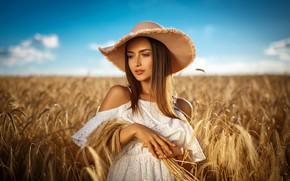 Обои поле, лето, небо, взгляд, девушка, природа, стиль, белое, модель, шляпа, макияж, платье, girl, волосы длинные