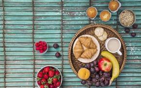 Обои ягоды, малина, яблоко, завтрак, клубника, фрукты, wood, strawberry, кексы, fruits, berries, круассаны, croissant, breakfast, овсянка, ...