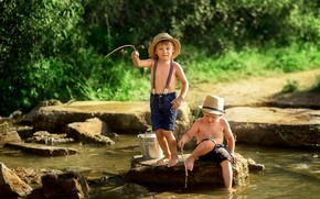 Картинка лето, природа, дети, река, камни, рыбалка, ведро, рыбаки, друзья, мальчики, мальчишки, Екатерина Борисова