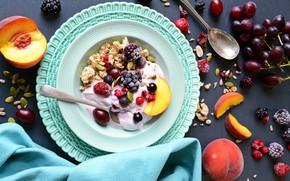 Картинка малина, виноград, ложка, фрукты, персик, ежевика, мюсли