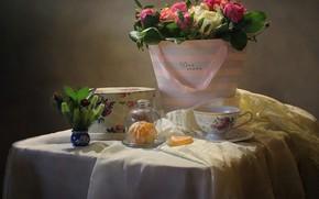 Картинка цветы, стол, коробка, подарок, розы, долька, чашка, натюрморт, ткани, мандарин, Ковалёва Светлана, Светлана Ковалёва