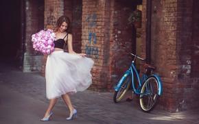 Картинка девушка, цветы, велосипед, поза, настроение, юбка, букет, топик, Наталия Мужецкая