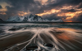 Картинка море, тучи, камни, скалы, вечер, Норвегия, Лофотенские острова, Лофотены, Краси Матаров