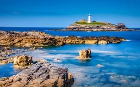 Картинка море, небо, свет, синева, камни, скалы, голубое, берег, маяк, остров, Англия, дно, мыс, каменистый
