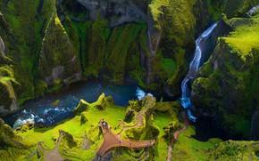 Картинка grass, river, landscape, nature, mountains, rocks, people, waterfall, canyon, Iceland, moss, Fjaðrárgljúfur, far view