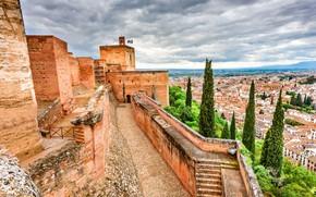 Картинка небо, облака, деревья, тучи, стены, башня, высота, дома, крыши, крепость, Испания, Alhambra, Granada