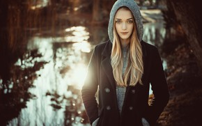 Картинка girl, river, long hair, nature, photo, photographer, water, blue eyes, model, lips, face, coat, blonde, …