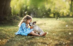 Картинка лето, природа, поцелуй, собака, платье, девочка, лужайка, ребёнок, пёс, боке, Анастасия Бармина
