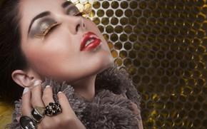 Картинка девушка, лицо, ресницы, кольца, макияж