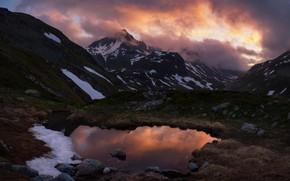 Картинка небо, облака, снег, пейзаж, закат, горы, тучи, природа, отражение, камни, холмы, берег, вершины, водоем, снежные, ...