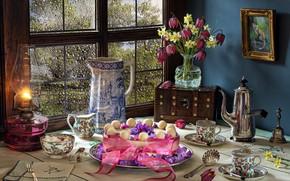 Картинка цветы, стиль, лампа, букет, картина, окно, чашки, лента, торт, кувшин, натюрморт, сундучок, кофейник, рябчик шахматный, …