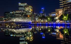 Картинка вода, деревья, ночь, огни, отражение, река, здания, дома, Австралия, фонари, набережная, Мельбурн