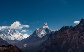 Картинка небо, облака, горы, природа, синева, скалы, голубое, склоны, вершины, вид, высота, рельеф, снежные, горный хребет