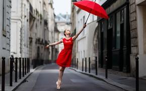 Обои девушка, улица, зонт, в красном
