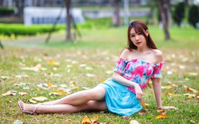 Картинка трава, взгляд, листья, девушка, азиатка