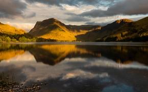 Картинка лес, небо, облака, свет, горы, озеро, отражение, холмы, берег, вечер, водоем, начало осени