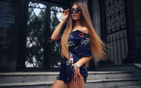 Картинка girl, Model, long hair, dress, legs, photo, lips, face, brunette, pose, sunglasses, portrait, mouth, looking …