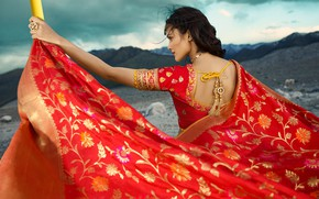 Картинка girl, fashion, model, beauty, pose, indian, actress, celebrity, bollywood, makeup, back view, saree, traditional clothes, …