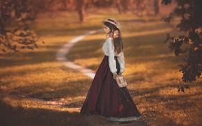 Картинка осень, девушка, деревья, ветки, природа, ретро, парк, юбка, костюм, девочка, наряд, блузка, сумочка, шляпка, прогулка, …