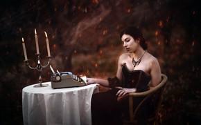 Картинка девушка, свечи, пишущая машинка