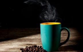 Картинка стол, кофе, пар, чашка, черный фон, зёрна
